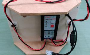 電気柵用バッテリーボックス。チャージコントローラの取り付け