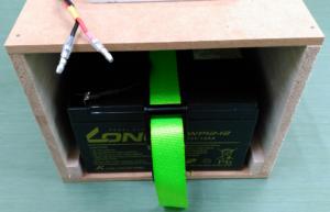 電気柵用オフグリッドソーラー。バッテリー収納
