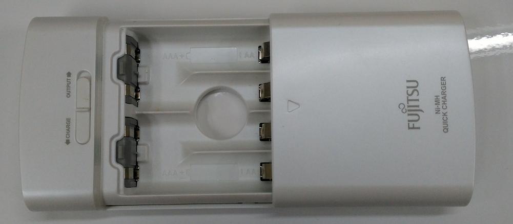 富士通製USBでニッケル水素電池が充電できる充電器