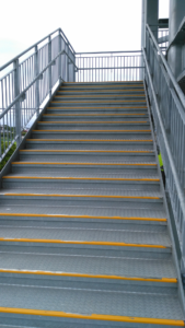 津波避難タワー階段