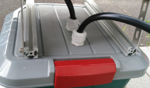 電気柵用オフグリッドソーラー2号機3号機電線引き込み口